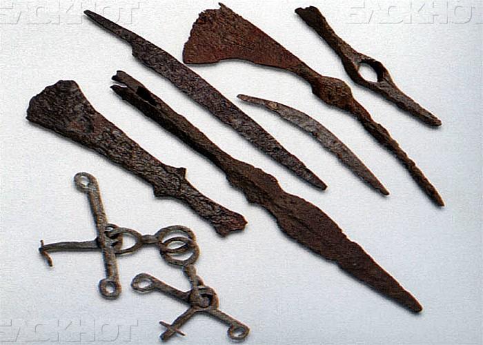 Древние артефакты, изъятые у черных копателей