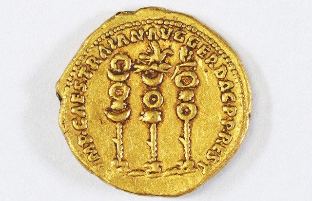 Золотая монета императора Траяна
