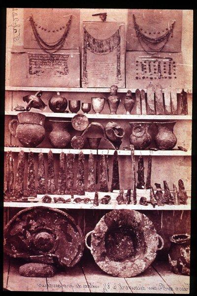 Клад Приама (золото Трои, сокровище Приама) — сенсационный клад, обнаруженный Генрихом Шлиманом во время его раскопок в Трое.