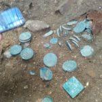 В Пскове обнаружен клад монет и драгоценностей XVIII-XIX веков