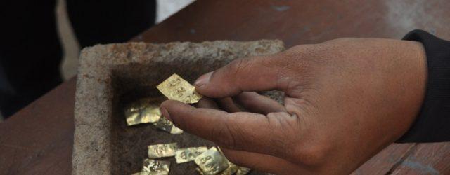 Каменный ковчег с золотыми пластинами