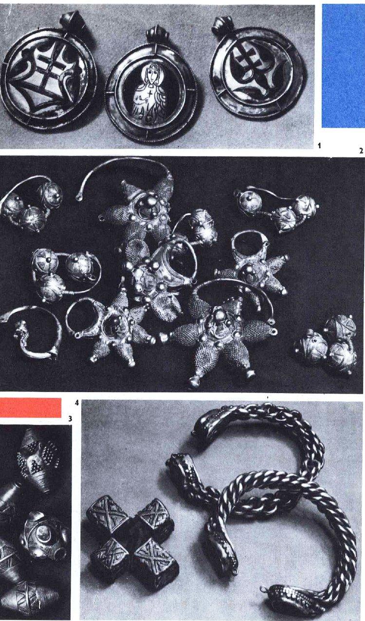 ВЕЩИ, НАЙДЕННЫЕ ЛЕТОМ 1970 ГОДА 1. Серебряные позолоченные подвески. 2. Звездчатые колты и трехбусинные сережные подвески. 3. Серебряные бусы. 4. Серебряные браслеты и каменные кресты в оправе из серебра с зернью.