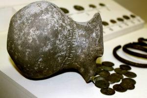Нюйдинский клад, выставленный в Музее истории Азербайджана (Баку)