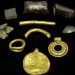 Дания: обнаружен золотой амулет возрастом 1500 лет с изображением Одина