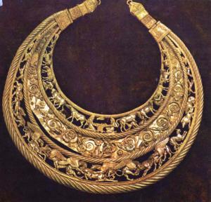 Золотое нагрудное украшение - пектораль
